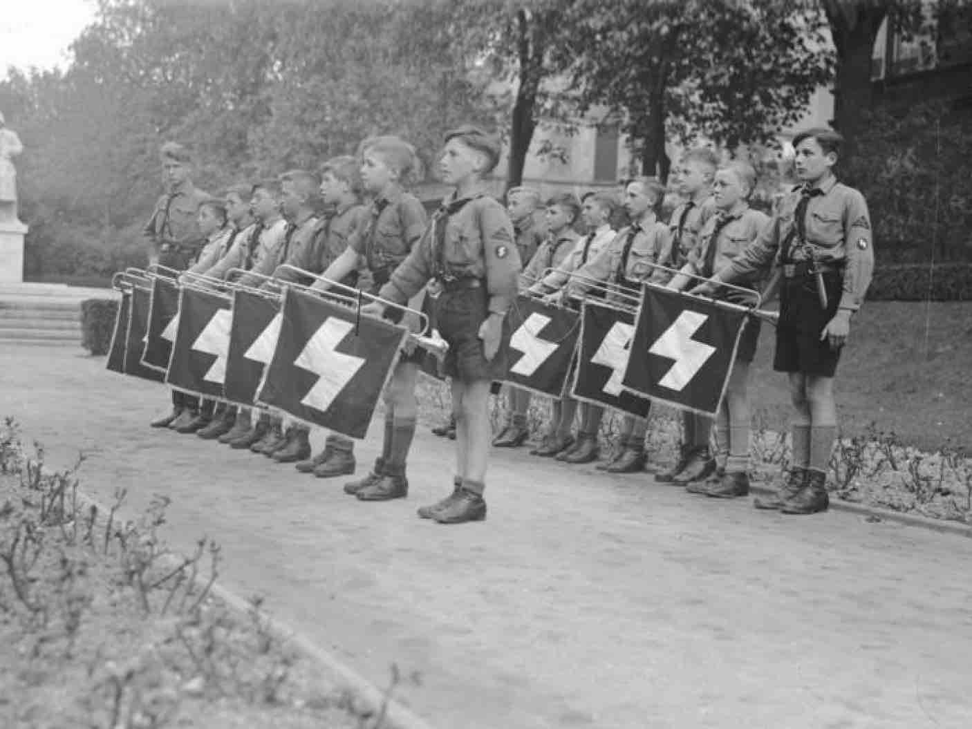 German youth during nazi domination — img 13